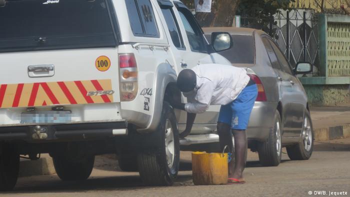Mosambik Straßenhändler (DW/B. Jequete)