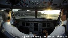 Piloten im Cockpit eines Airbus 321