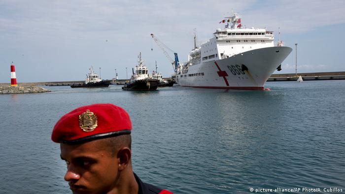Venezuela Chinesisches Krankenhausschiff zu Besuch in La Guaira (picture-alliance/AP Photo/A. Cubillos)