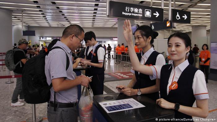 Eröffnung Hochgeschwindigkeits-Eisenbahn Hongkong und chinesischem Festland (picture-alliance/Zuma/Liau Chung-ren)