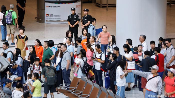 Eröffnung Hochgeschwindigkeits-Eisenbahn Hongkong und chinesischem Festland (Reuters/Tyrone Siu)