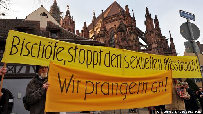 Deutsche Bischofskonferenz - Mahnwache (picture-alliance/dpa/Ro. Haid)