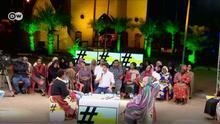 22.09.2018 +++ Die arabischsprachige DW-Talkshow Shababtalk hat in dieser Woche eine Kontroverse im Sudan ausgelöst. Zum Thema Was wollen sudanesische Frauen? hielt die 28-jährige Weam Shawky dort eine leidenschaftliche Rede, in der sie die Unterdrückung von Frauen verurteilte. Sie kritisierte die gesellschaftlichen Normen in Nordafrika, insbesondere die weit verbreitete Schikanierung von Frauen. Wenn ich auf die Straße gehe und ein Mann mich wie ein Objekt behandelt und nicht wie ein menschliches Wesen, dann ist die Person verwerflich, die ihm das Recht gibt mich zu belästigen - und nicht die Kleidung, die ich trage, sagte Shawky. quelle: https://tinyurl.com/yak7odv2