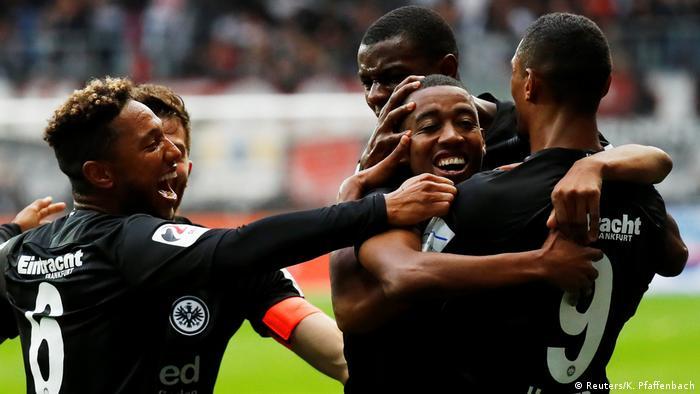 Bundesliga 4. Spieltag   Eintracht Frankfurt vs. RB Leipzig   TOR Frankfurt (Reuters/K. Pfaffenbach)