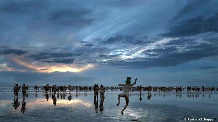 BdTD Großbritannien Nacktbaden für einen guten Zweck (Reuters/S. Heppell )