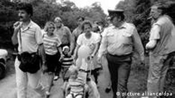 DDR-Bürger auf dem Weg nach Österreich (Foto: dpa)