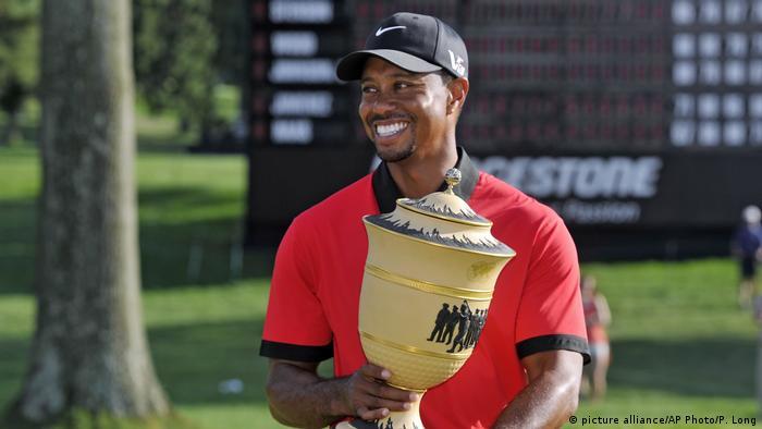 BG Sport Tiger Woods - Sieg 2013 Bridgestone Invitational (picture alliance/AP Photo/P. Long)