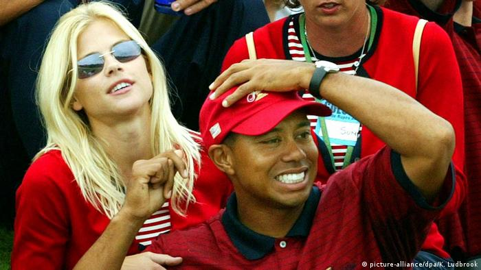 Tiger Woods with Elin Nordegren before they married (picture-alliance/dpa/K. Ludbrook)