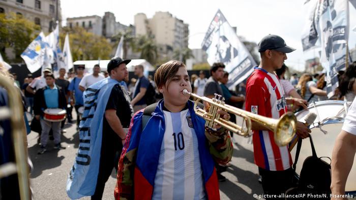Argentinien Proteste in Buenos Aires (picture-alliance/AP Photo/N. Pisarenko)