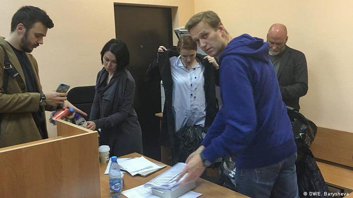 Репортаж DW: Как отпускали и снова задерживали Алексея Навального