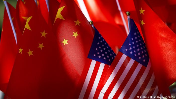 USA China Symbolbild Wirtschaftskrieg (picture-alliance/dpa/A. Wong)