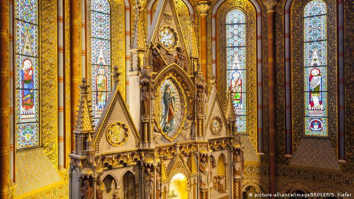 Ungarn Budapest Altar der Matthiaskirche (picture-alliance/imageBROKER/S. Kiefer)
