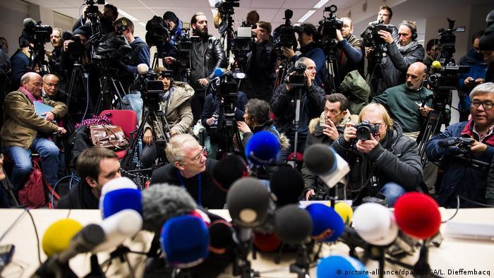 Symbolbild - Journalisten bei Pressekonferenz