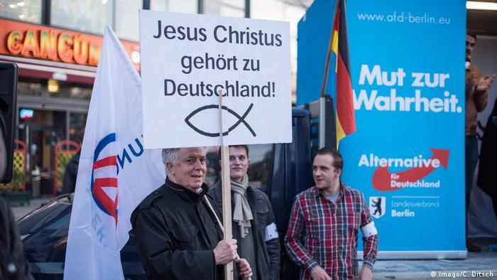 Deutschland AfD & Religion | AfD-Protest Jesus Christus gehört zu Deutschland