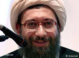 صادق لاریجانی، رئیس قوه قضائیه، میگوید باید پذیرفت که در دستگاه اجرایی فساد وجود دارد