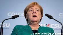 25.09.2018, Berlin: Bundeskanzlerin Angela Merkel (CDU) gibt am Rande der Sitzung der CDU/CSU Fraktion im Bundestag ein Pressestatement ab. In der Sitzung wurde Brinkhaus als Nachfolger von Kauder als CDU/CSU Fraktionsvorsitzender gewählt. Foto: Kay Nietfeld/dpa +++ dpa-Bildfunk +++   Verwendung weltweit