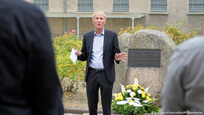 Berlin - Hubertus Knabe Direktor der Stasigefängnis-Gedenkstätte Berlin-Hohenschönhausen muss seinen Posten wegen Vorwürfen der sexuellen Belästigung verlassen