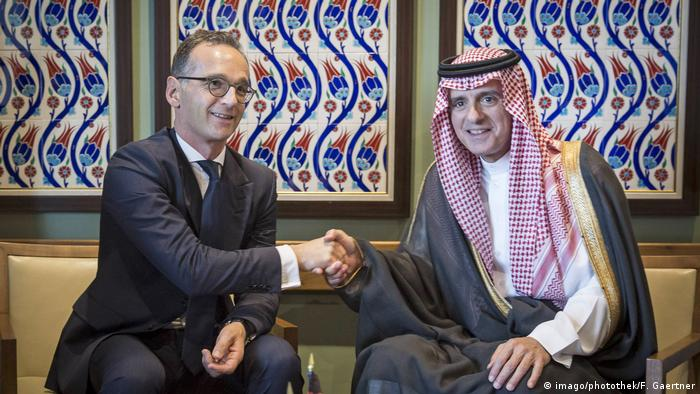 German Foreign Minister Heiko Maas and his Saudi counterpart Adel al-Jubeir shake hands on the sidelines of the UN General Assembly in New York (imago/photothek/F. Gaertner)