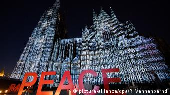 Messages on the southern facade of the Cologne Cathedral