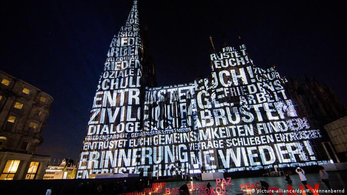 Illumination at Cologne Cathdral (picture-alliance/dpa/R. Vennenbernd)