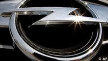 ARCHIV - Ein Opel-Blitz ist am 1. Juni 2009 an einem Opel in Frankfurt am Main zu sehen. Beim Treffen von Bundeskanzlerin Angela Merkel mit dem russischen Praesidenten Dmitri Medwedew in Sotschi am Freitag, 14 Aug. 2009, wird es unter anderem um die Zukunft der Werften in Mecklenburg-Vorpommern gehen. Auch die Rettung des angeschlagenen Autobauers Opel koennte ein Thema sein. Die Bundesregierung favorisiert eine Uebernahme durch ein Konsortium, an dem neben dem kanadischen Zulieferer Magna auch die russische Sberbank und der russische Autohersteller GAZ beteiligt sind. (AP Photo/Michael Probst) ** zu APD9187 ** --- FILE - In this June 1, 2009 photo the Opel logo, the Opel logo is seen on the grill of an Opel car in Frankfurt, central Germany. (AP Photo/Michael Probst, File)