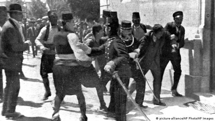 Österreichisches Thronfolgerpaar in Sarajevo (picture-alliance/AP Photo/AP Images)