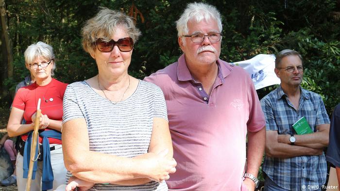 Hilde und Helmut Kehrmann bei einem Gottesdienst am Tagebau Garzweiler (Foto: DW/G. Rueter)