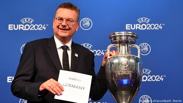 Fußball Bekanntgabe EM-Gastgeber 2024 (picture-alliance/dpa/S. Stache)
