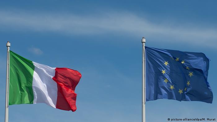 EU- und Italien-Flagge (picture-alliance/dpa/M. Murat)