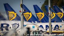 Belgien Flugzeuge Ryanair auf dem Flughafen Charleroi