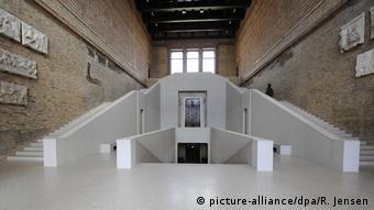 Treppenhaus im Neuen Museum in Berlin