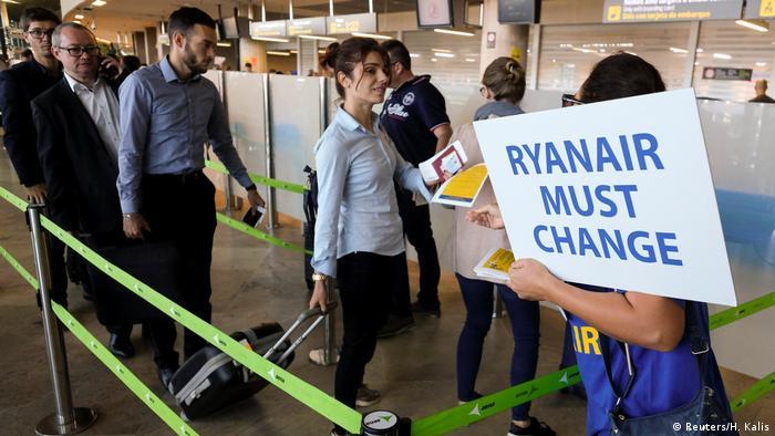 Ryanair worker protesting in Spain