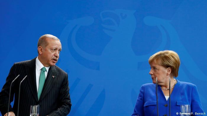 Türkiye Cumhurbaşkanı Erdoğan'ın Berlin ziyareti sırasında Erdoğan ve Almanya Başbakanı Merkel birlikte basın toplantısı düzenlemişti