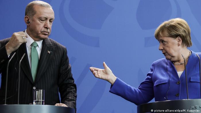 Berlin Staatsbesuch Erdogan PK mit Kanzlerin Merkel (picture-alliance/dpa/M. Kappeler)