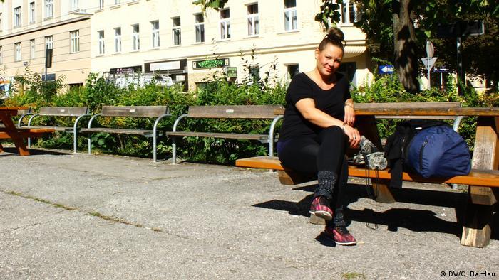 Hay temas mucho más importantes, opina Anna-Maria Tastekin, en la Plaza de San Antonio (Antonsplatz), en Viena.