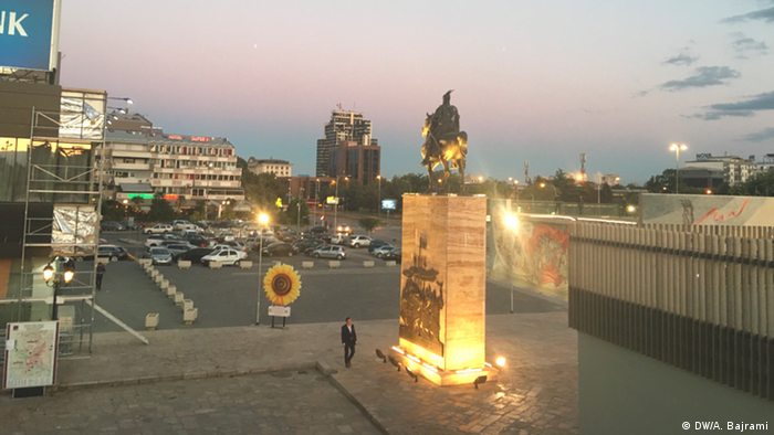 Mazedonien - Skanderbeg Statue in Skopje (DW/A. Bajrami)