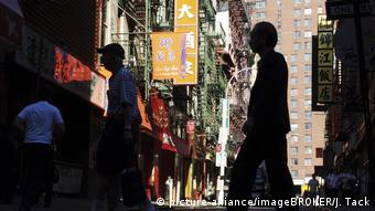 Menschen in Chinatown in Manhattan, New York City (picture-alliance/imageBROKER/J. Tack)