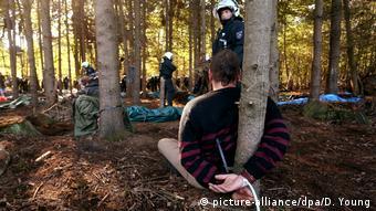 Räumung Baumhäuser im Hambacher Forst (picture-alliance/dpa/D. Young)