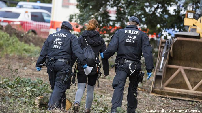 Activists trying to save Hambach Forest have been removed by police