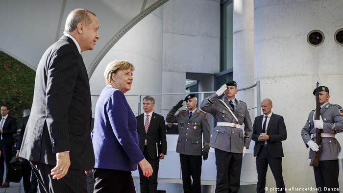 Turkish President Erdogan is greeted by Chancellor Merkel