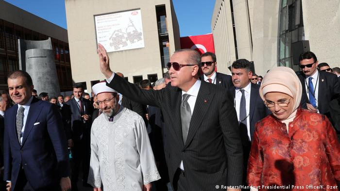 Prezydent Turcji Erdogan (ś) obecny był na otwarciu meczetu DITIB w Kolonii