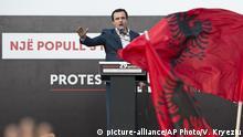 Kosovo Tausende demonstrieren gegen Staatspräsidenten Thaci in Pristina | Albin Kurti