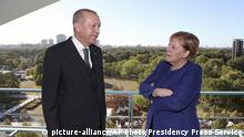 Deutschland Erdogan und Merkel in Berlin (picture-alliance/AP Photo/Presidency Press Service)