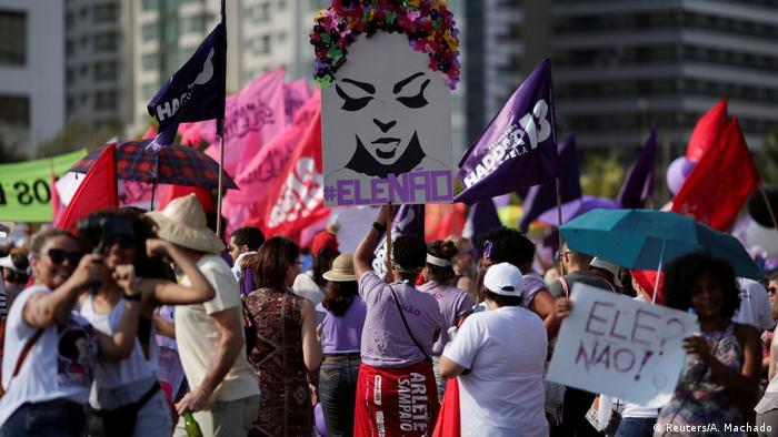 Manifestantes também foram às ruas em Brasília