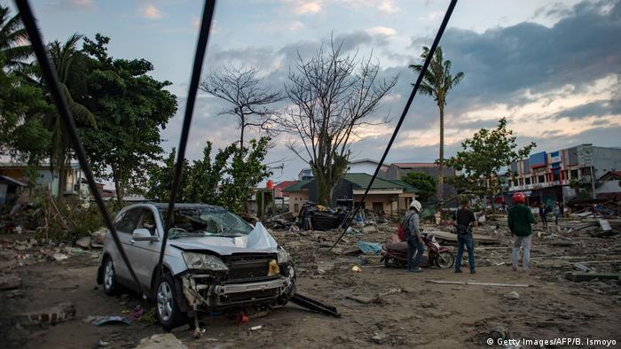 Indonesien nach dem Tsunami in Palu (Getty Images/AFP/B. Ismoyo)