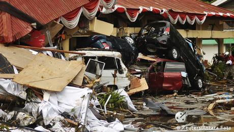 DW: Φόβοι για χιλιάδες νεκρούς μετά το τσουνάμι στην Ινδονησία