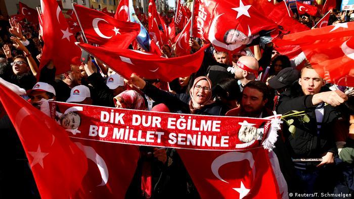 Deutschland Zentralmoschee-Einweihung in Köln l Erdogan-Anhänger