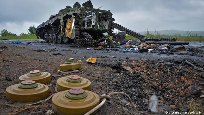 Разрушенная БМП на востоке Украины, 2014 год