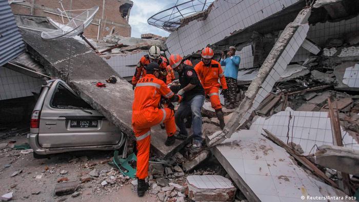 Erdbeben und Tsunami in Indonesien (Reuters/Antara Foto)