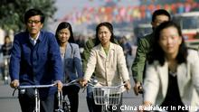 1.10.1982 Chinese people using traditional bicycles for commuting in Peking, now Beijing, China in the 1980s PUBLICATIONxINxGERxSUIxAUTxONLY Copyright: TimxGraham 1161-7429 Chinese Celebrities Using Traditional Bicycles for commuting in Beijing Now Beijing China in The 1980s PUBLICATIONxINxGERxSUIxAUTxONLY Copyright TimxGraham 1161